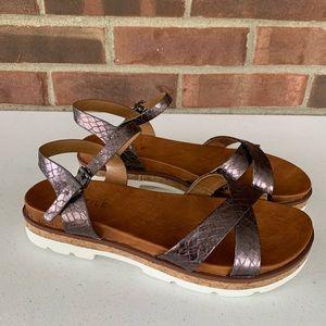 Volatile metallic strap flat platform sandals